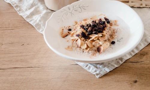 Chai Latte Oatmeal with coconut milk and raisins