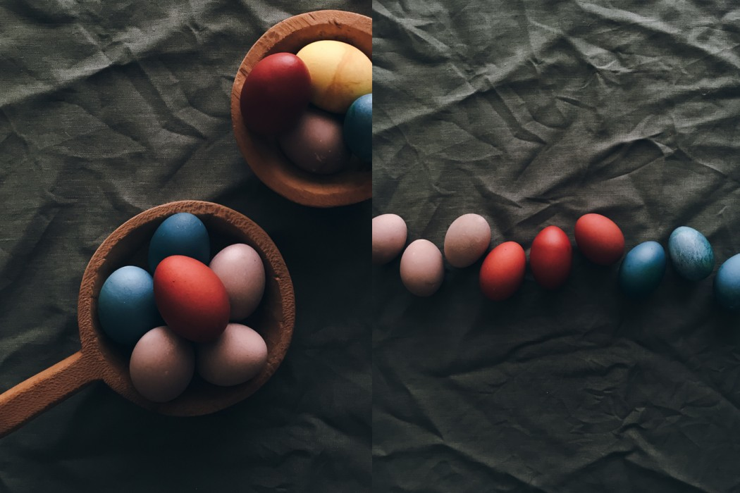 Naturally dyed eggs © Secret Caravan